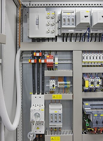 Switchgear assembly with programmable controller