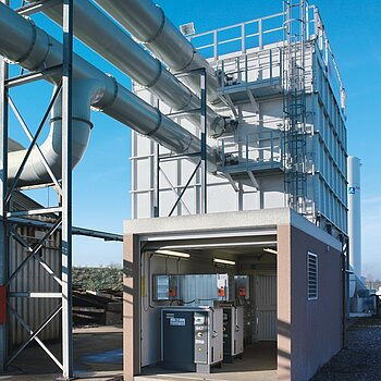 Plant control and compressed air supply for a filter plant for flame cutting fumes