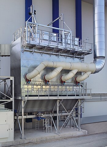 Filter plant for standstill ventilation and cleaning of a boiler using solid fuel