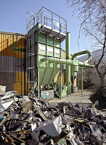 Dry-type filter for processing electric scrap