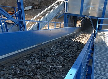 Separator feed via conveyor belt