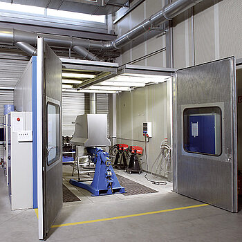 Safety cabin for grinding work on high-grade steel