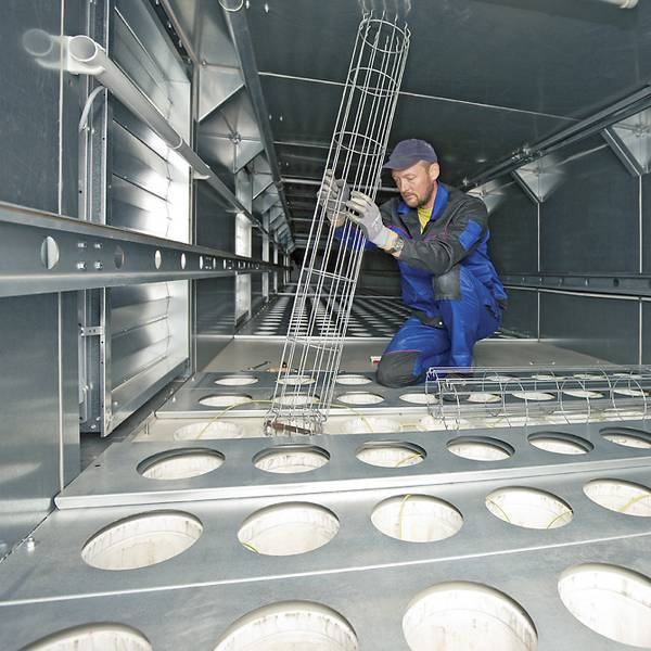 Installation of the filter cages in a filter plant